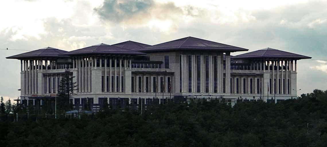Neue Risse in der AKP